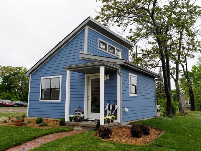 Tiny Home Designs: Cass Community Social Services Detroit Gives Tiny Homes Tour
