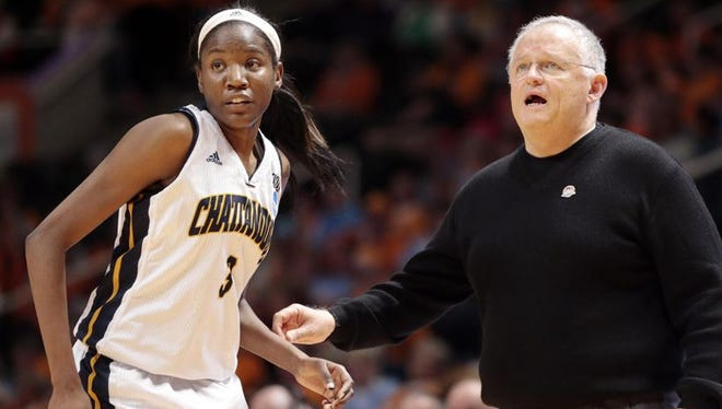 Southaven native Jasmine Joyner and Chattanooga coach Jim Foster prepare for Mississippi State in the NCAA Tournament.