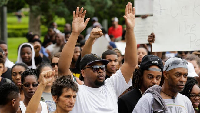 Demonstrators march towards the state capitol to protest against the July 5 shooting of Alton Sterling, an African-American shot dead while being taken into custody by two white police officers, in Baton Rouge July 10, 2016.