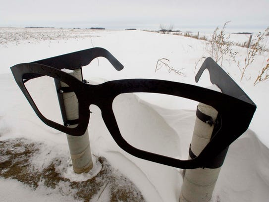 A giant pair of Buddy Holly eyeglasses marks the roadside