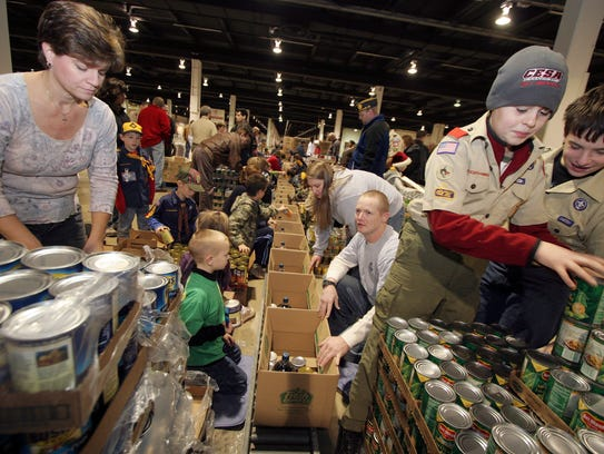 Volunteers to again help he Goodfellows Club pack boxes