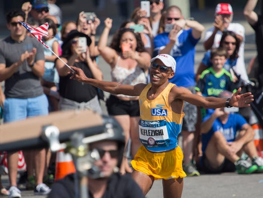 Meb Keflezighi celebrates in the closing meters during
