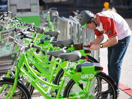 Phoenix Mayor Greg Stanton gets a bike from the Grid