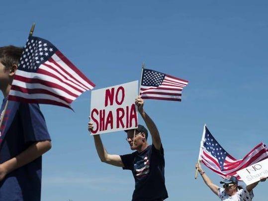 636327084364428662-2017-06-10-FL-RW-Sharia-Protest-04