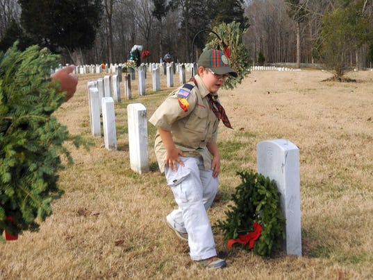 636186178620862210-wreath-placement-2.jpg