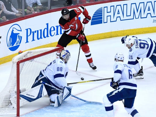 New Jersey Devils center Travis Zajac (19) faces the