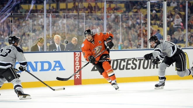 After playing at Dodger Stadium, Anaheim's Teemu Selanne said every team should have an outdoor game.