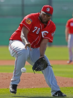 Cincinnati Reds pitcher Jumbo Diaz fields a grounder at the Reds baseball spring training facility Friday, Feb. 17, 2017, in Goodyear, Ariz. (AP Photo/Ross D. Franklin)