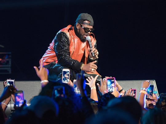 R. Kelly will perform on May 5 at Bankers Life Fieldhouse.