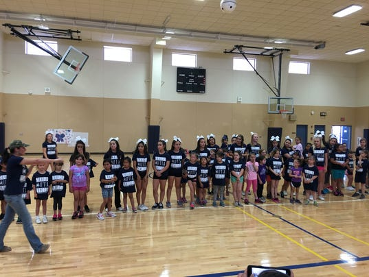 Mini cheerleaders