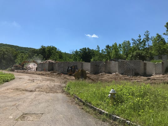 Lakeside Manor demolition in Wanaque June 1, 2017