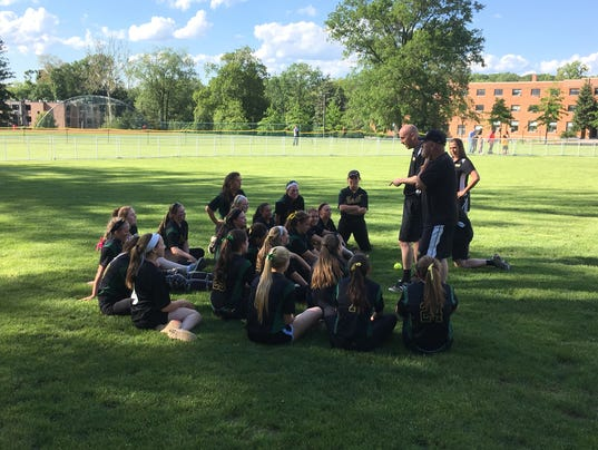636319462206403857-North-Hunterdon-huddles-after-beating-Morris-Knolls-in-2017-Group-IV-semifinals---6-1-17.JPG