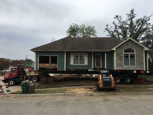 636435035612979175-house-moving.JPG