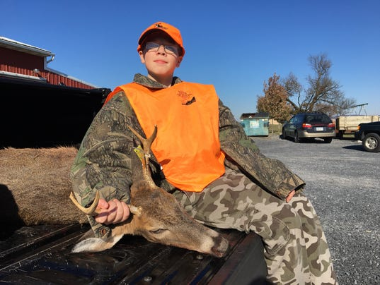 Dakota Thomas_first deer.JPG