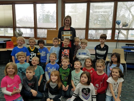 636476536568569264-Sara-Fischer-C-with-current-students-at-McDill-Elementary-School.jpg