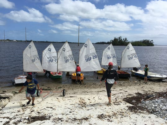636537876864791069-YSF-students-get-the-boats-ready-to-launch.JPG