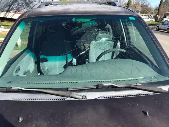 636540591774799733-smashed-windshield.JPG