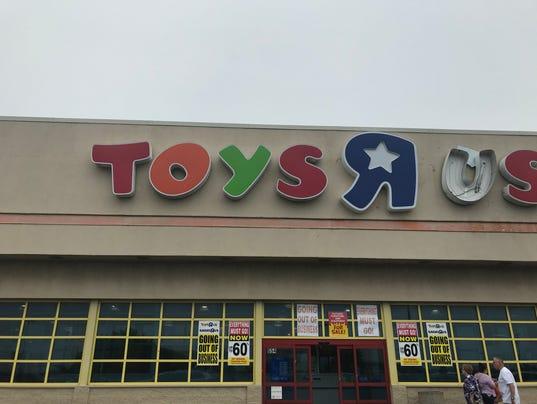 636633743300342401-toys1.jpg