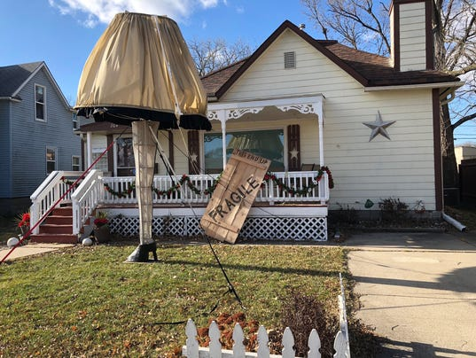 Giant Leg Lamp From A Christmas Story Stands In Iowan S