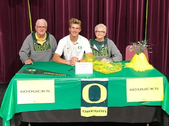 Oregon Ducks recruit Tyler Shough.