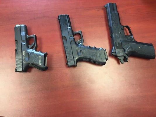 635926981485768112-guns.JPG