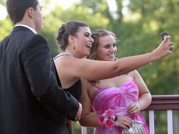 This is the Randolph High School prom held at the Knoll Country Club - West, June 05, 2014. Parsippany NJ. photo by Kathy Johnson  MOR0605 Randolph High School prom