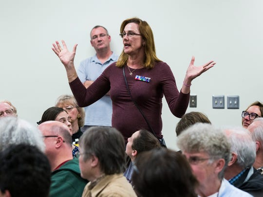 Rose Angeleri of Oak Park speaks during a town hall