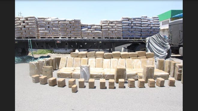 Juárez police found a ton of marijuana Friday hidden among sacks of plaster on a flatbed truck.