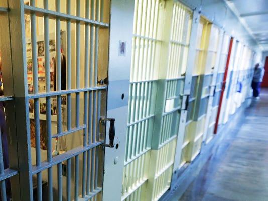 636422721078577381-Prison-jail-cell.jpg