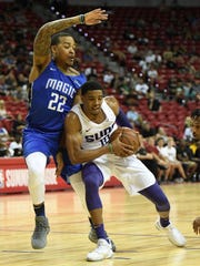 Shaquille Harrison #10 of the Phoenix Suns drives against