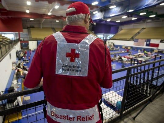 636427337182855734-texas-tribune-red-cross-hurricane-harvey-shelter.JPG