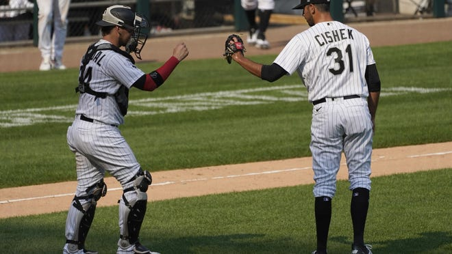Chicago White Sox relief pitcher Steve Cishek, right, celebrates with catcher Yasmani Grandal after the White Sox defeated the Pittsburgh Pirates in Chicago on Wednesday.