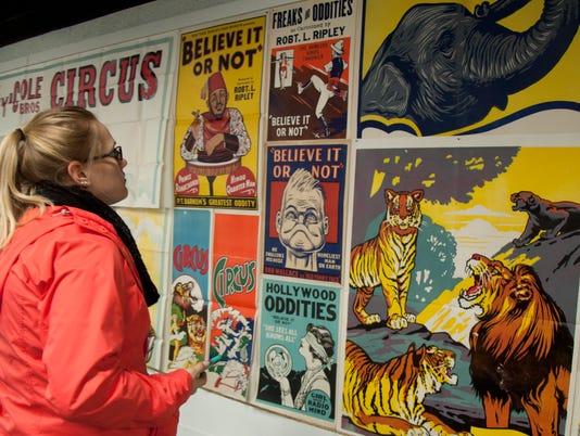 636236417795891002-HamiltonMuseum2016-Viewing-vintage-letterpress-posters.jpg