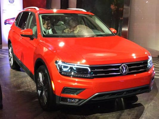 636223355046392648-2018-Volkswagen-Tiguan-02.JPG