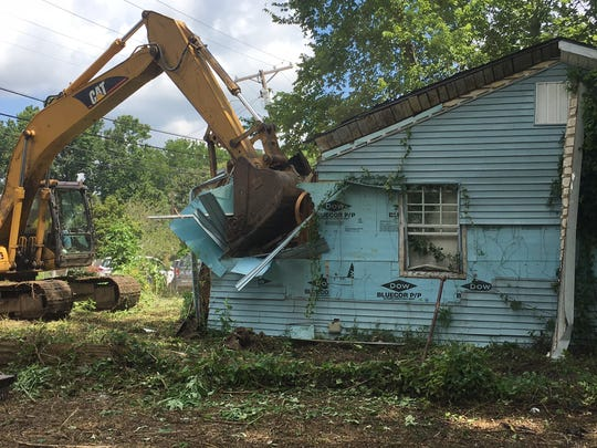 A bill that would have allowed municipalities in Mississippi to create land banks, a means to more efficiently address blight, failed to pass the Senate Finance Committee Tuesday.