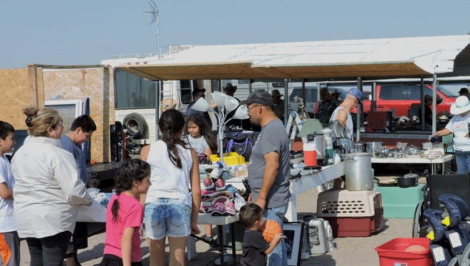The Deming Flea Market draws on curious shoppers every Saturday and Sunday all year-round and is licated one mile north of Deming on US Highway 180 (Silver City Highway).