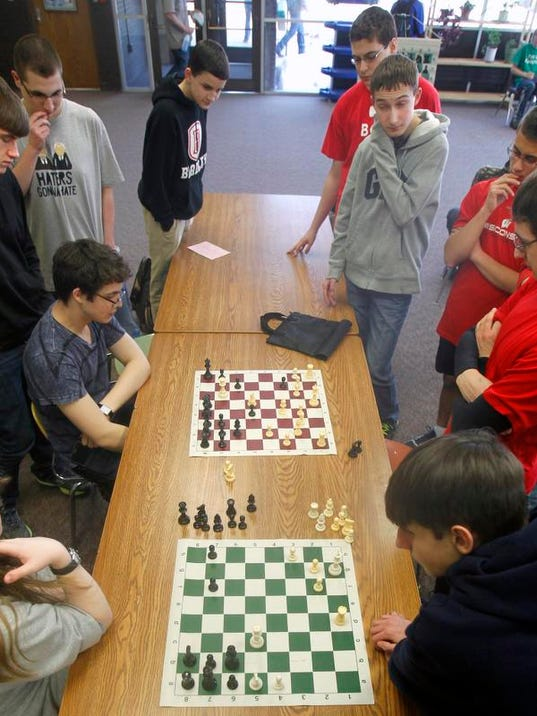 APC Neenah Chess Team 0009 031314wag.jpg