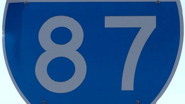 Interstate 87 road sign ( Albert Conte / The Journal News ) Feb 11,2011 ( Saw Mill River Parkway )