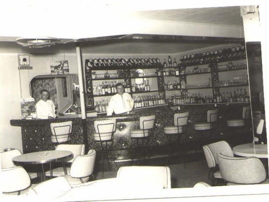 Poor Boy's Riverside Inn is pictured in 1940.
