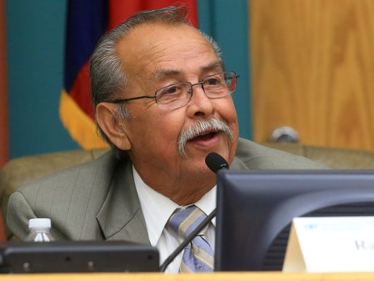 Ray Madrigal de Pancho Villa introduces himself during a mayoral forum hosted by the League of Women Voters on in April 2017.