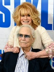 Roger Smith accompanied wife Ann-Margret to the premiere