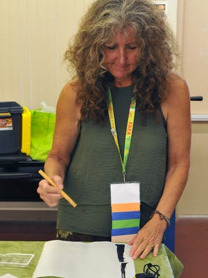 Lydia Countryman attended Ruthie Platt's Japanese brush painting workshop at the FAEA conference.