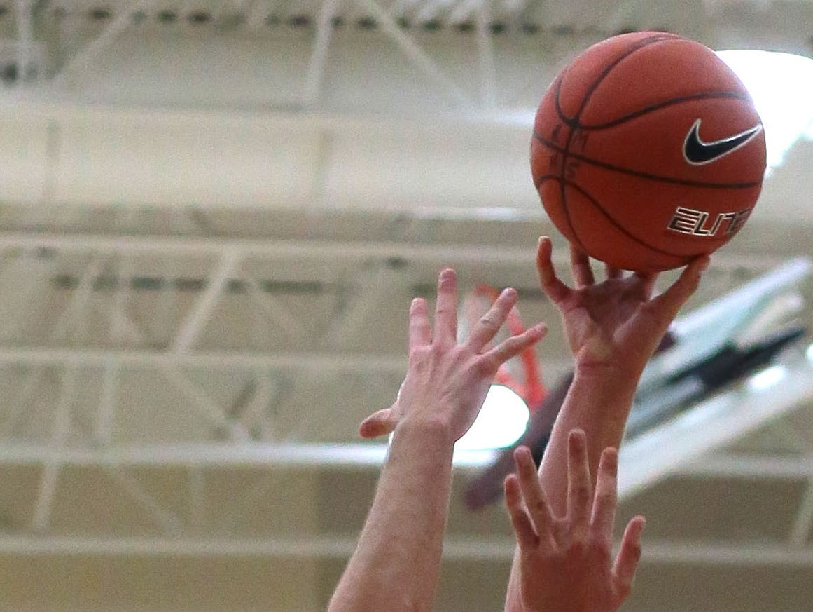 Palm Springs nabs at least share of DVL boys' basketball title.