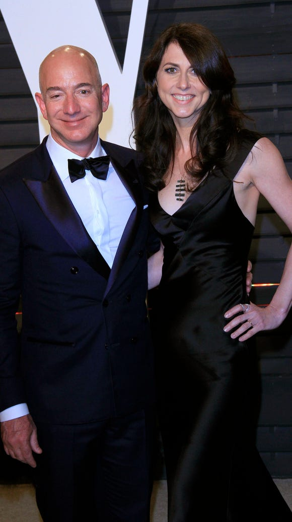 Amazon founder Jeff Bezos (L) and wife MacKenzie Bezos