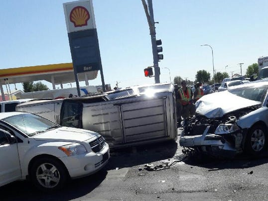 Two injured in 3 car crash on solano drive for Las cruces motor vehicle division las cruces nm
