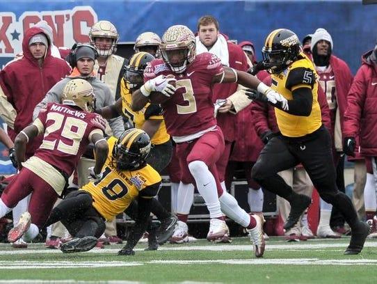 lorida State Seminoles running back Cam Akers (3) carries