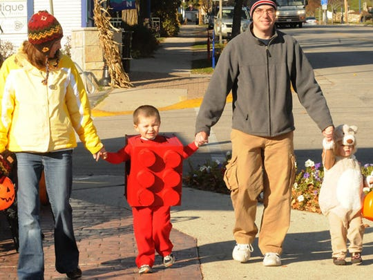-DCN 1022 trick or treating preview.jpg_20141020.jpg