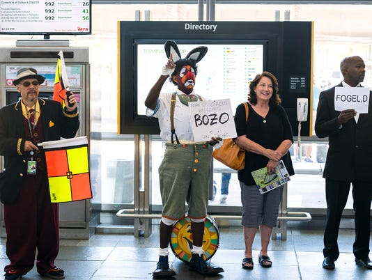 636051400884101622-Yes-there-are-a-lot-of-Bozos-at-SAN-Airport-this-summer.jpg