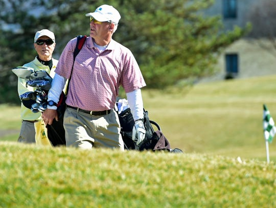 Dudley Gayman, left, and Jim Hilmer play a round of