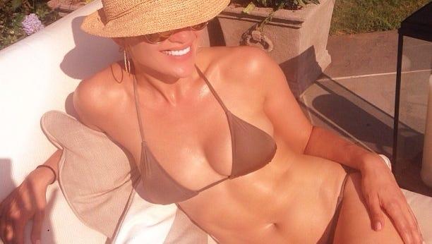 Jennifer Lopez shows off her bikini body.